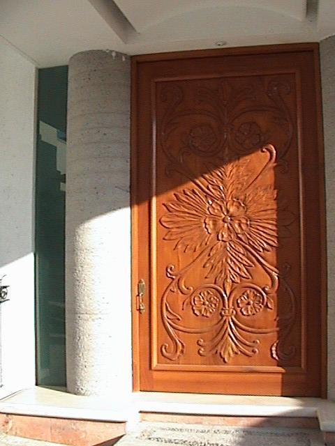 Pin disenos puertas herreria madera otros mxico kamistad for Diseno de puertas de madera