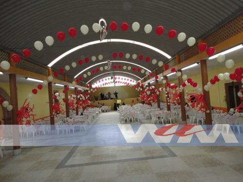 decoracion con globos para XV años